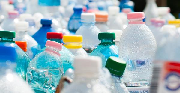 İngiltere, plastik geri dönüşümü hedefini yükseltti