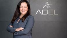 Adel, iş hayatında kadınları desteklemeye devam ediyor